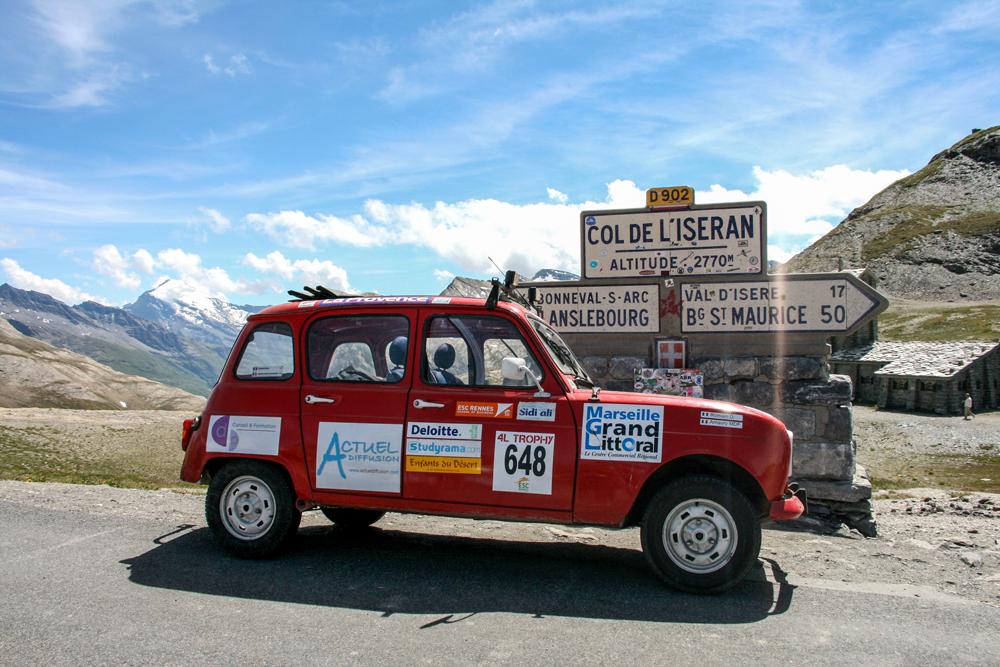 Route des grandes Alpes, Renault 4L