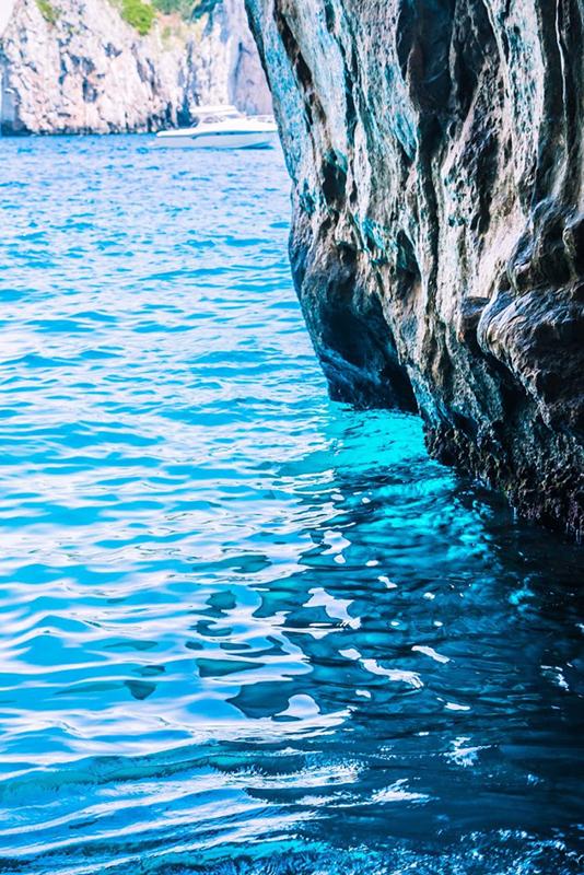 Capri, Grottes